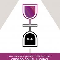 """""""En carretera se pueden invertir las cosas. Cuidado con el alcohol"""" . Cartel DGT / Festival MULAFEST"""